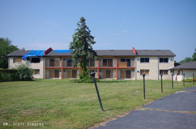 moon-motel-burned