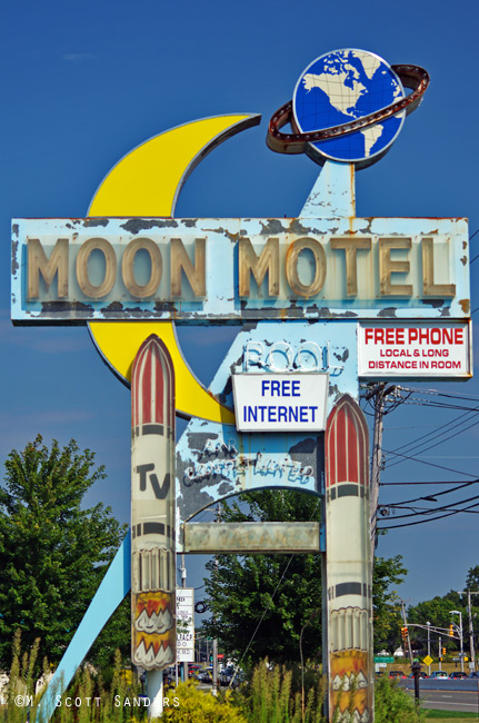 moon-motel-straight